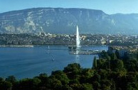 Ginebra y el Jet d Eau frente al Monte Saleve